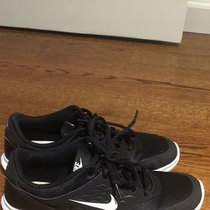 Nike black and white womens size 9